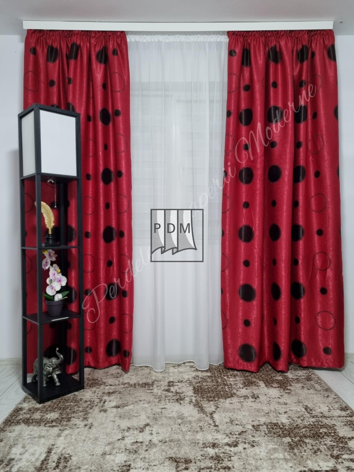 poze Draperie Blackout,roșu,buline negre