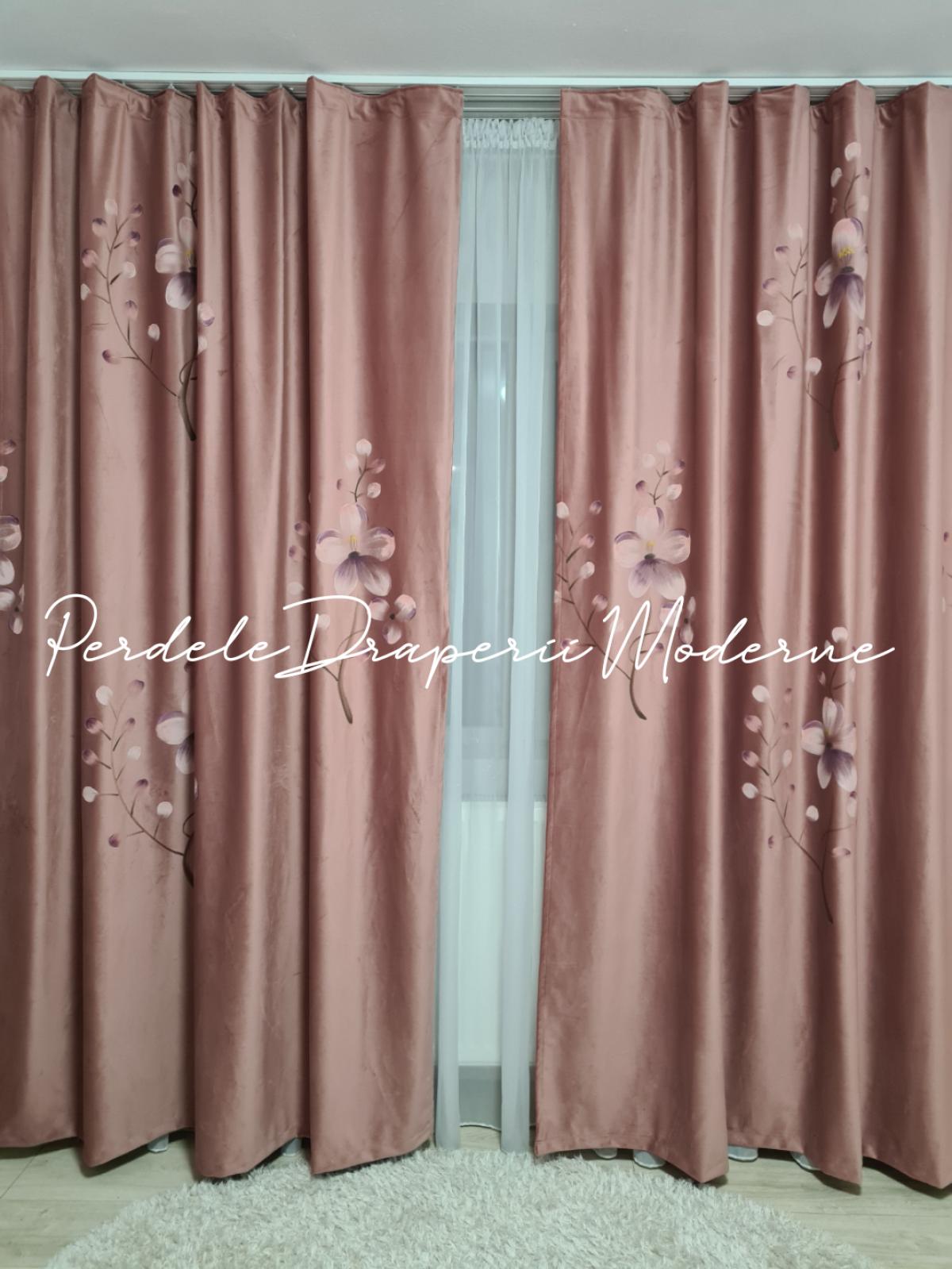 poze Draperie catifea pictată,roz pudră