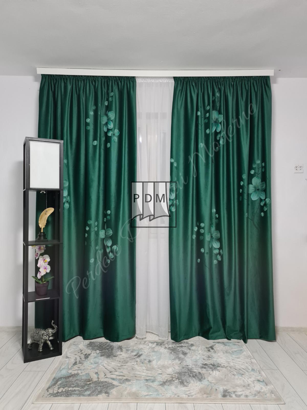poze Draperie catifea pictată,verde smarald