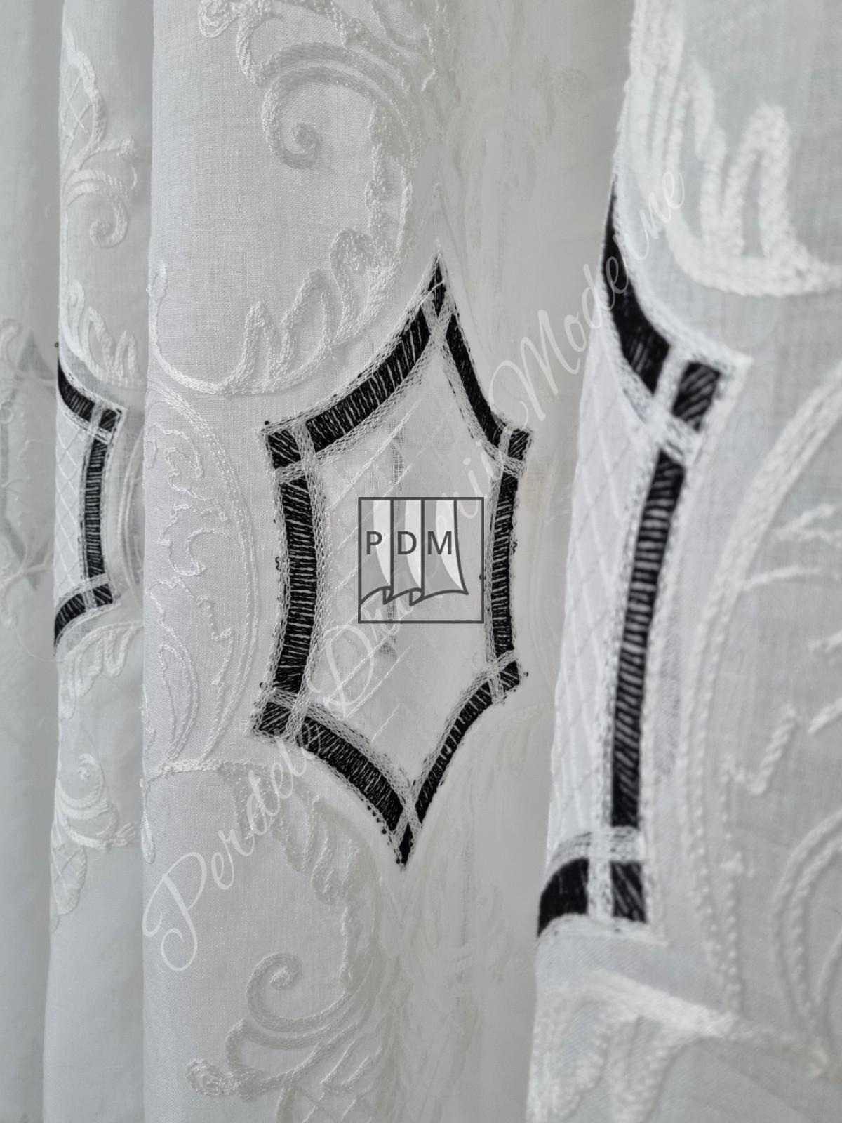 Perdea in,alb/negru imagine 3