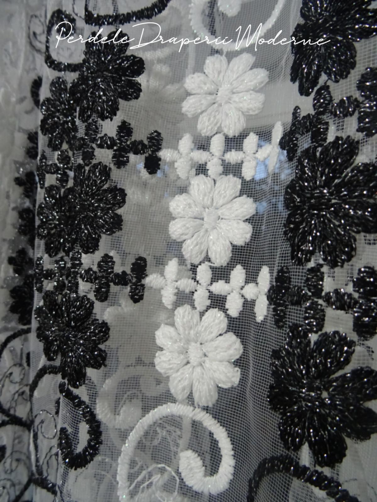 Peredea tulle brodat,floricele alb/negru imagine 3